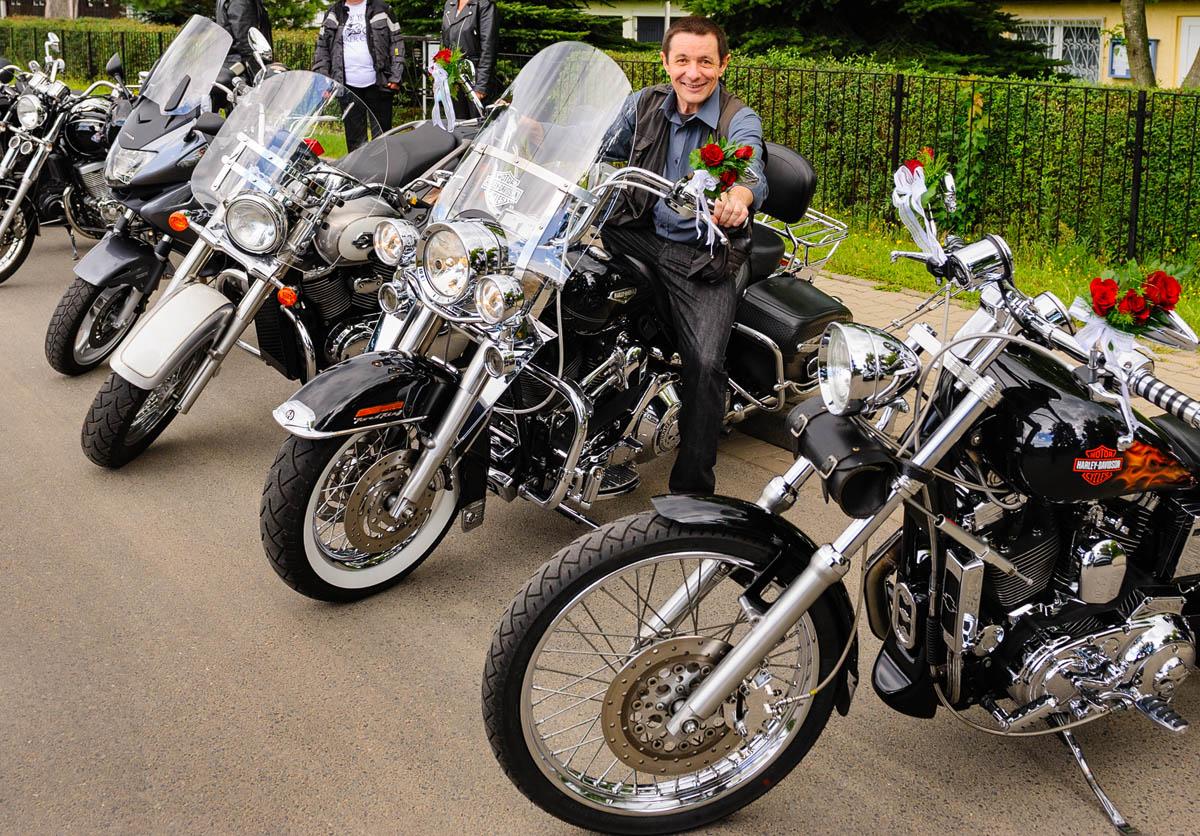 Frank Liebke auf dem Weg zur nächsten Hochzeit ;) , hier durfte ich bei einer Bikerhochzeit meinen Wunsch erfüllen und einmal auf einer Harley Platz nehmen, hach...