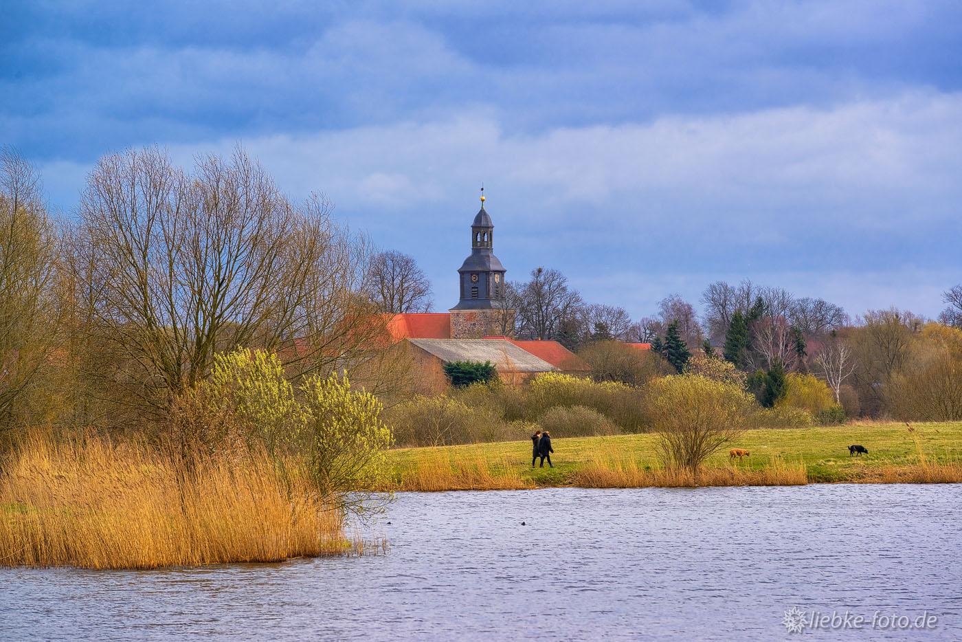 Blick über den Mühlensee nach Vehlefanz mit seiner Kirche