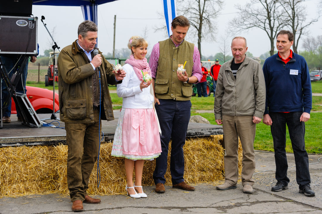 Zur offiziellen Eröffung hatte der Chef der LSV (links) prominente Gäste an seiner Seite...