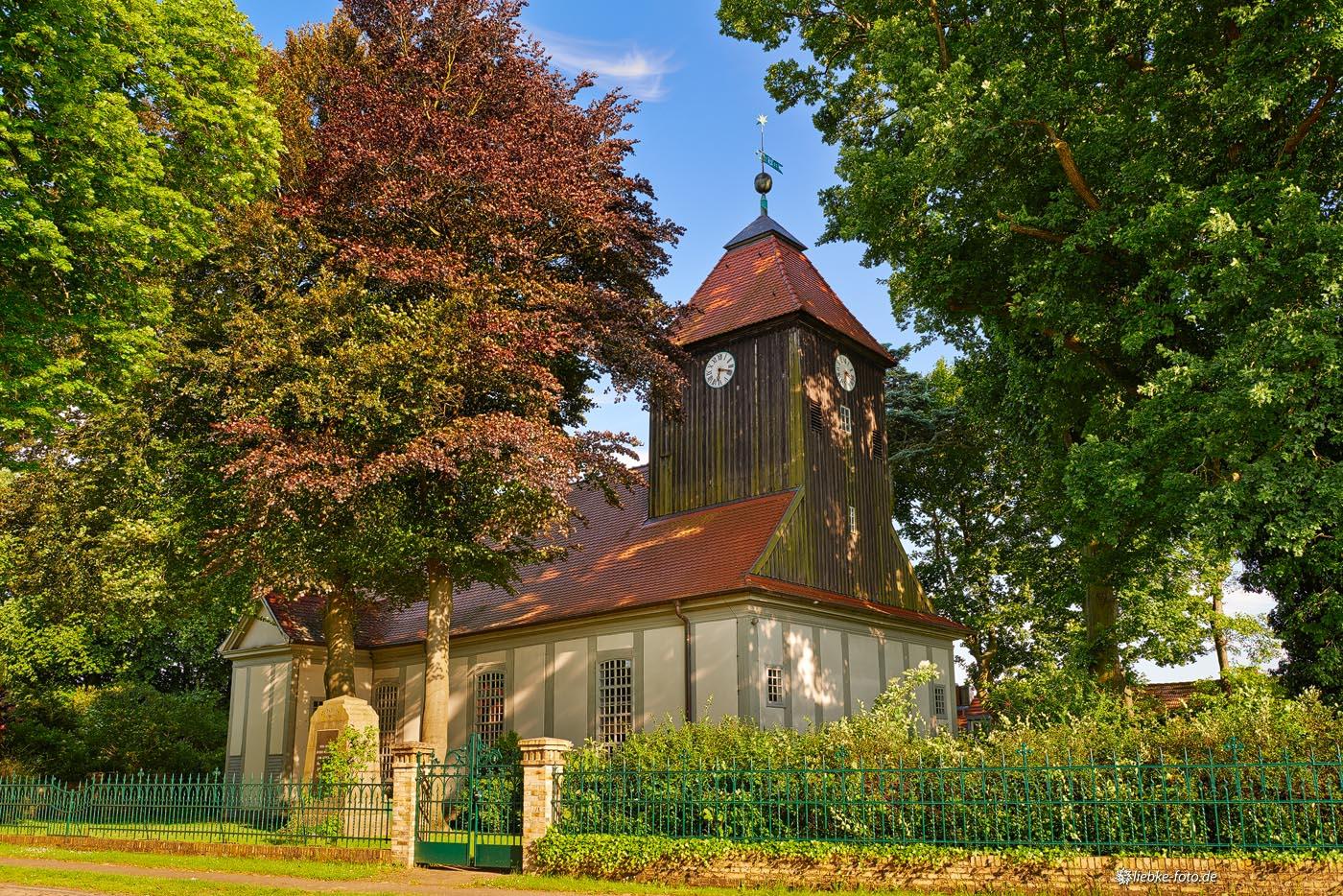 Ich liebe diese kleinen Dorfkirchen...