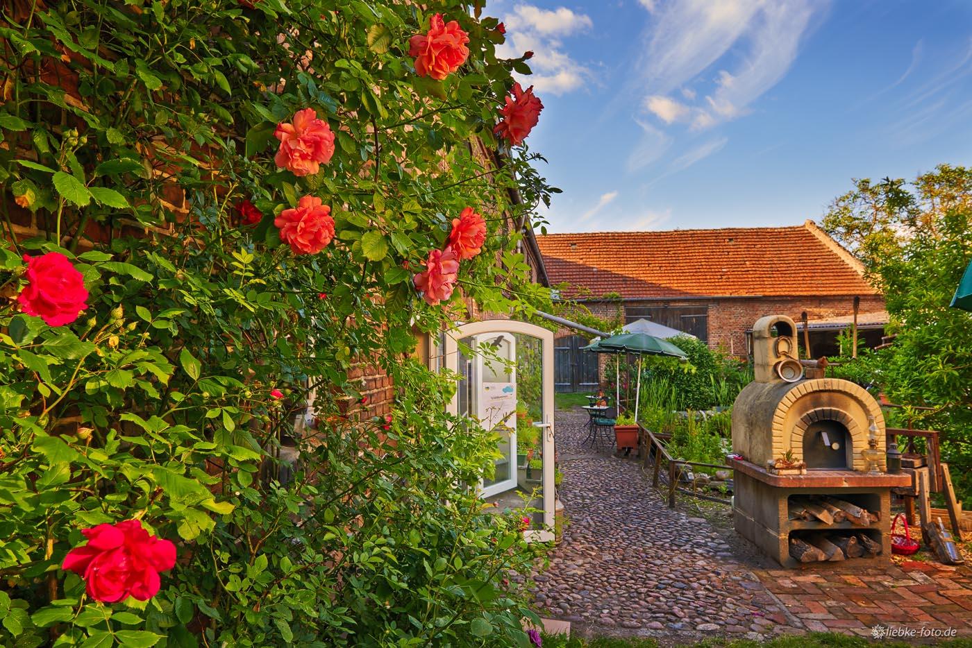 Liebe zum Detail im Hof der Weinschmiede Sommerfeld