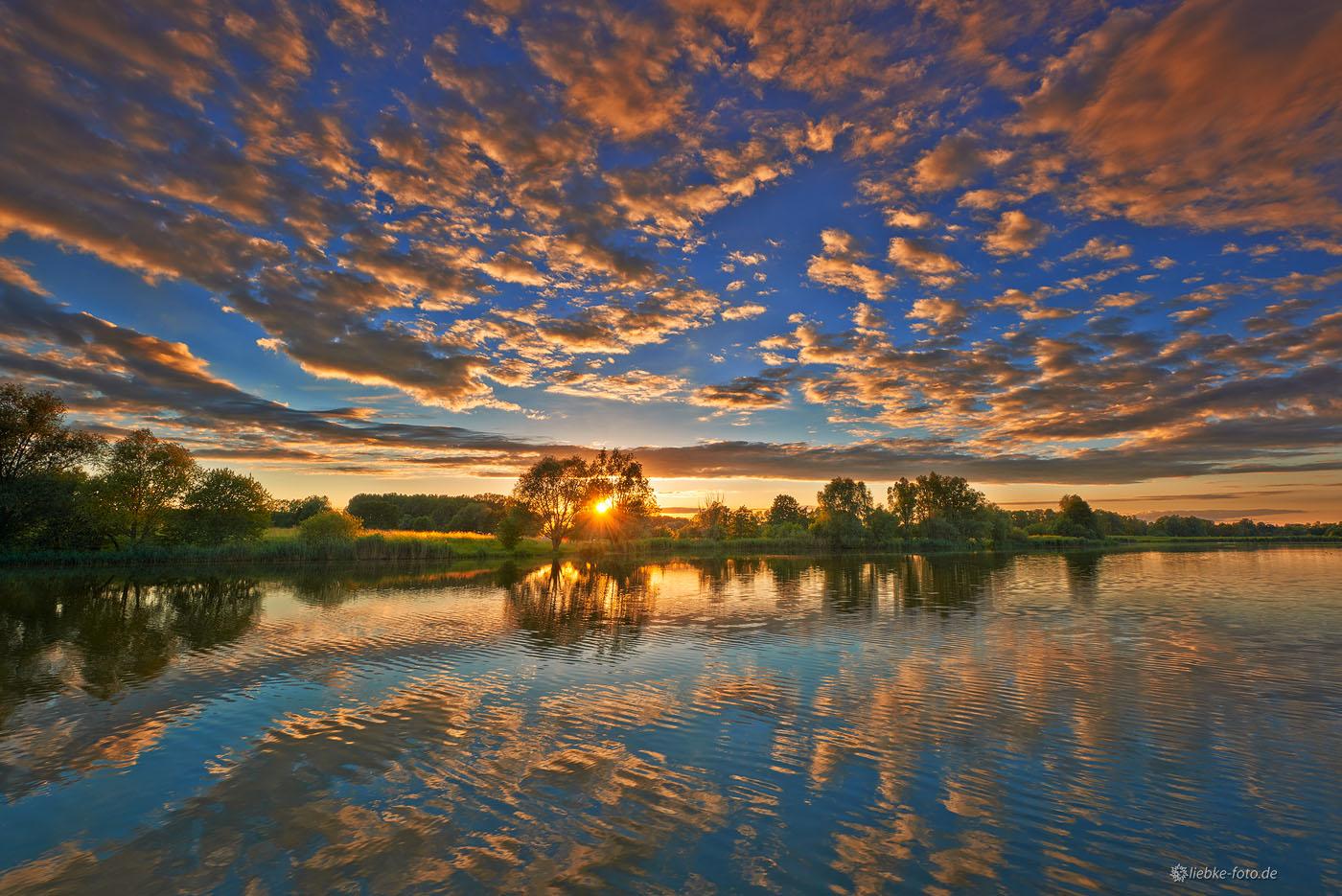 """Der Mühlensee Vehlefanz; Bühne für die """"Abendshow"""" von Sonne und Wolken..."""