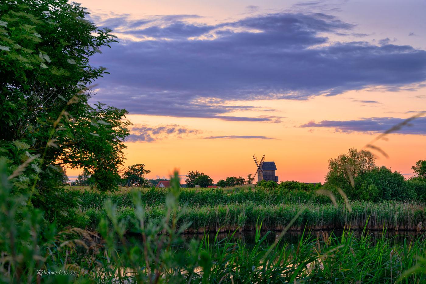 """Die Mühle Vehlefanz im letzten """"Spiegellicht"""" der Abendsonne"""