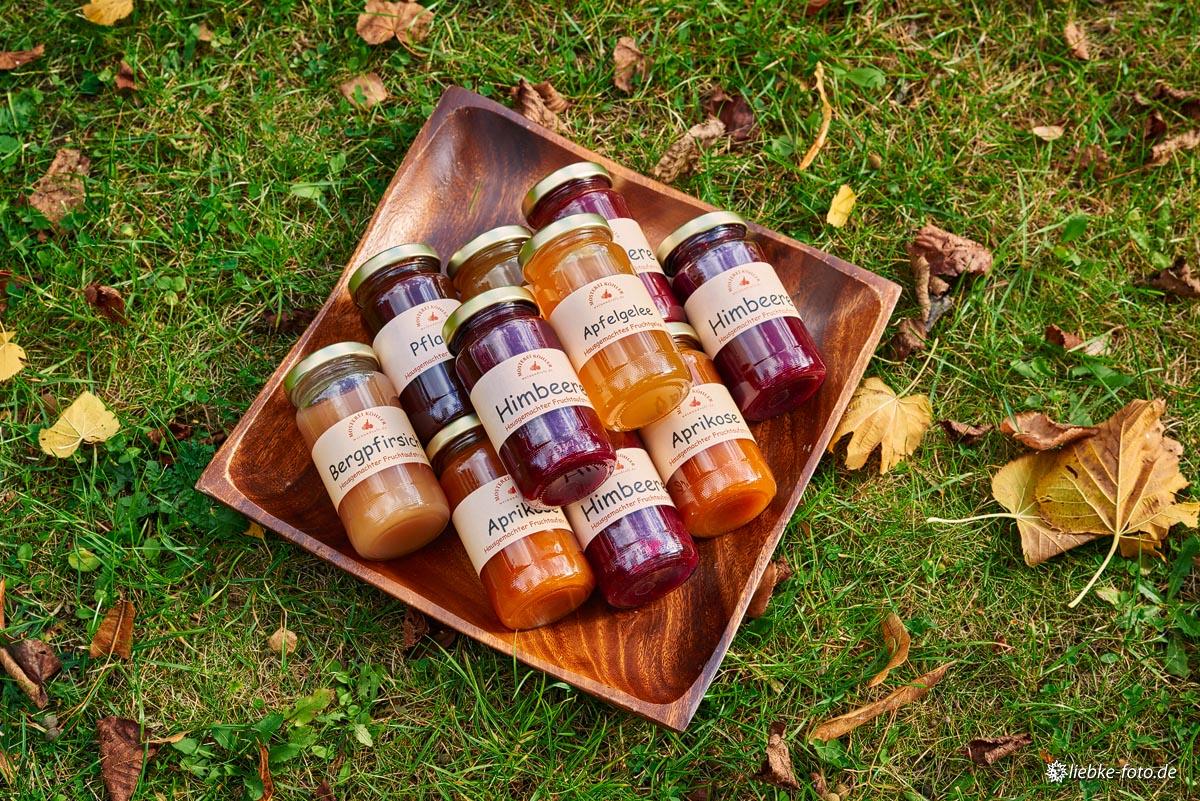 Eine Auswahl der selbstgemachten Gelees und Marmeladen