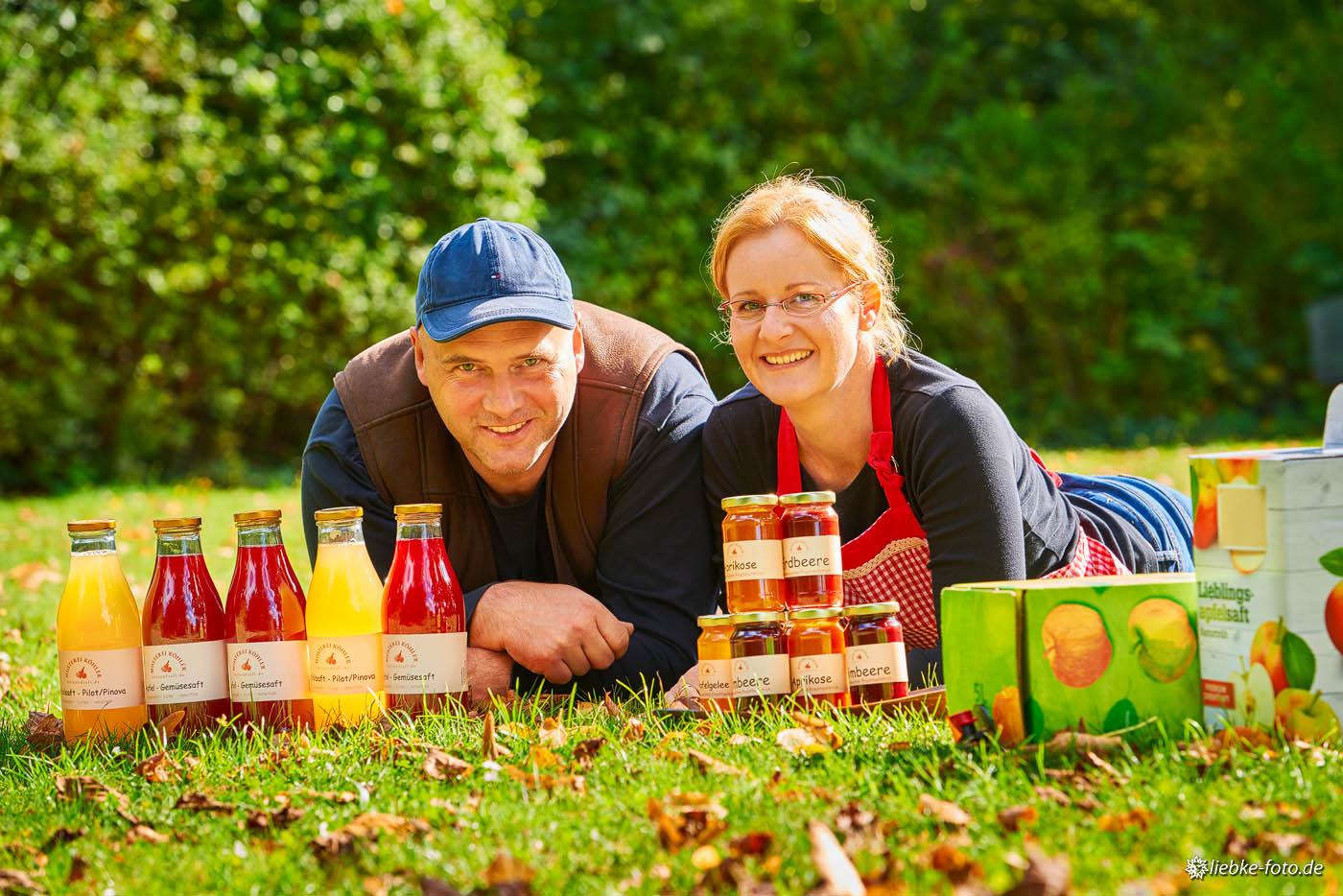 Ehepaar Köhler aus Oranienburg-Eden mit den selbstgemachten Apfelsäften und Marmeladen und Gelees.