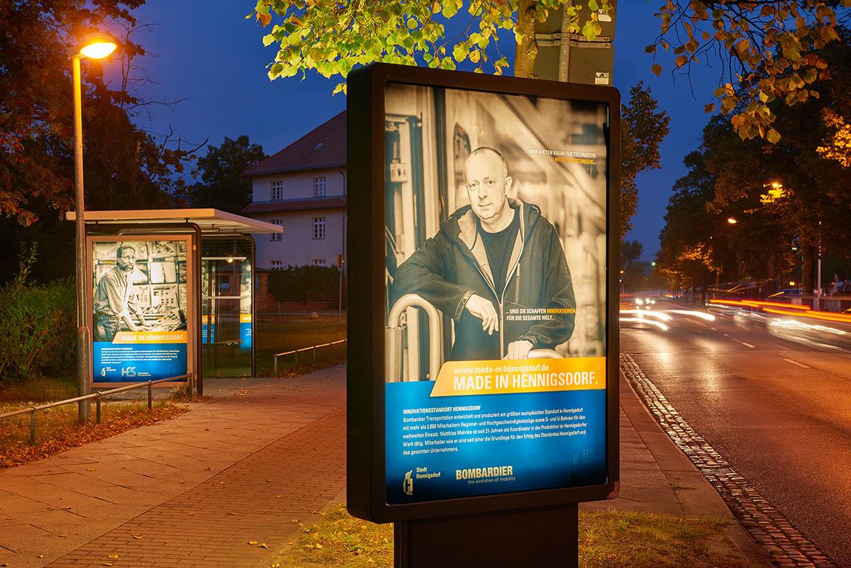 Werbeleuchtkasten und Bushaltestelle am Klubhaus Hennigsdorf
