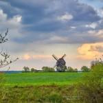 Mühle und märkischer Himmel