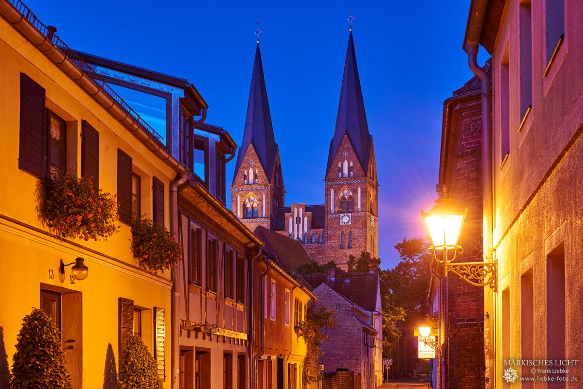 In der Siechenstraße mit Blick zur Klosterkirche St. Trinitatis