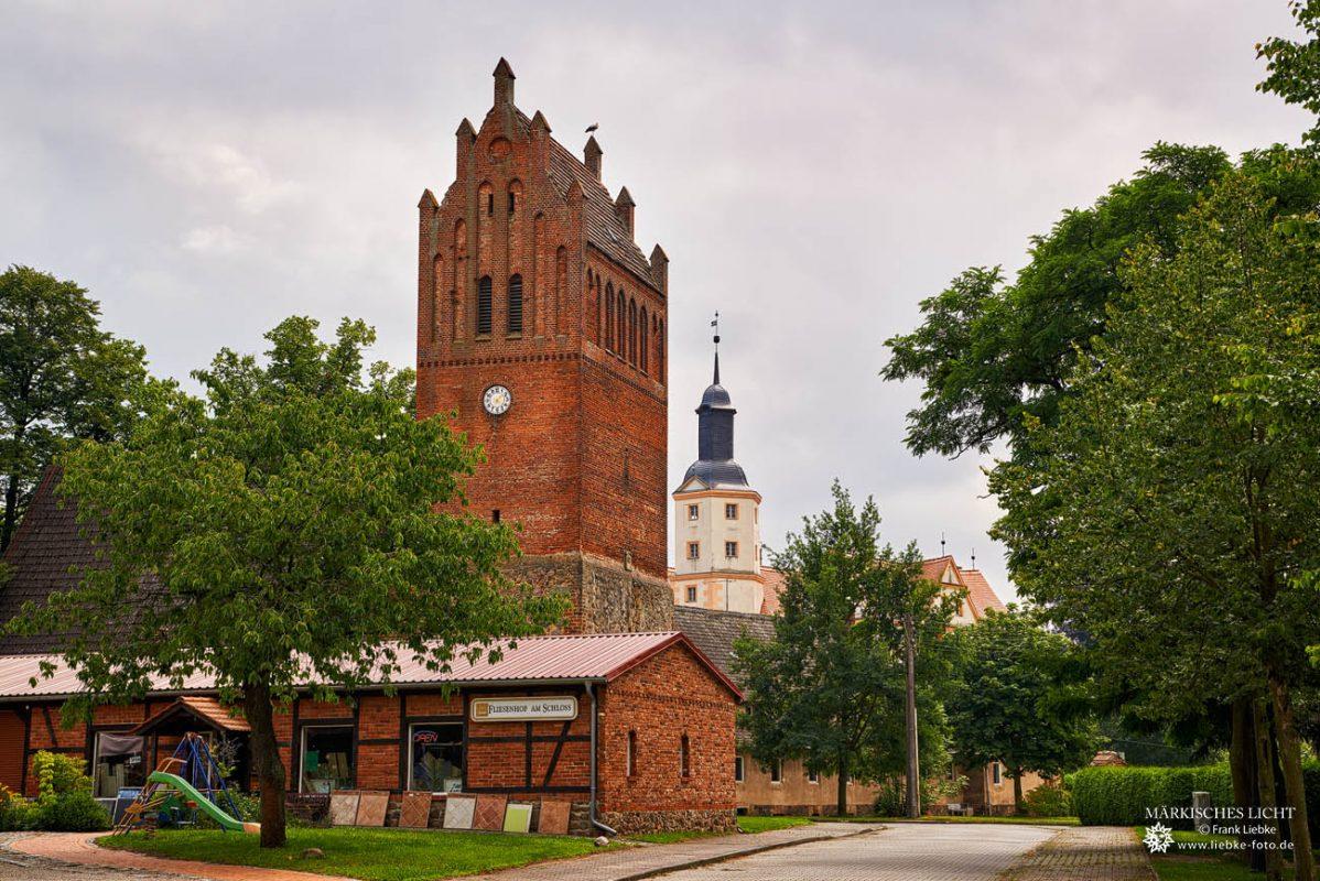 Kirche und Schloss Demerthin