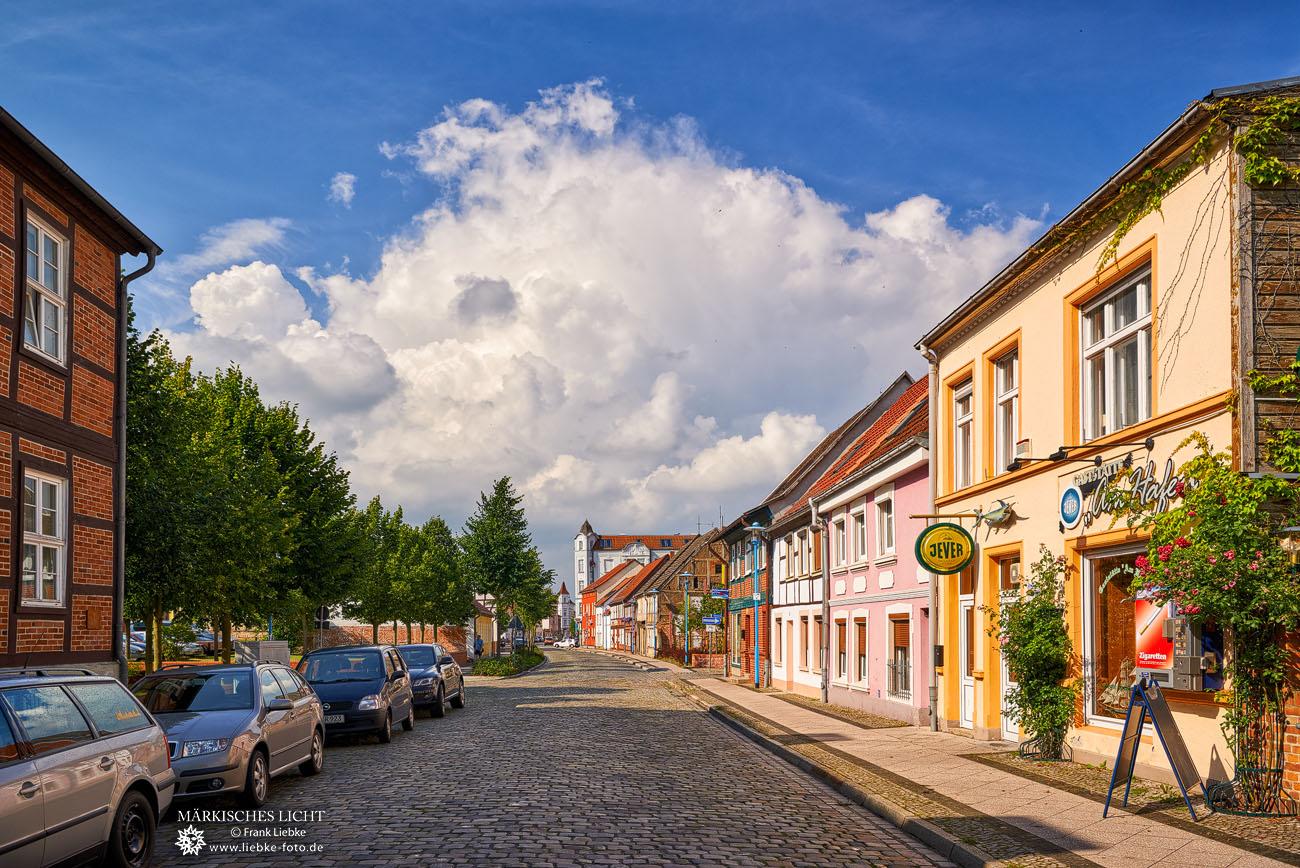 Bahnstraße am Hafen, rechts besagtes Lokal