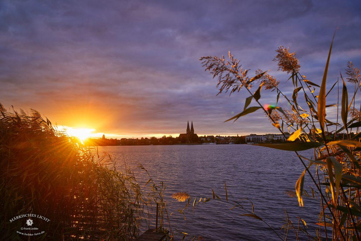 Herbstabend am Ruppiner See mit Blick auf Neuruppin