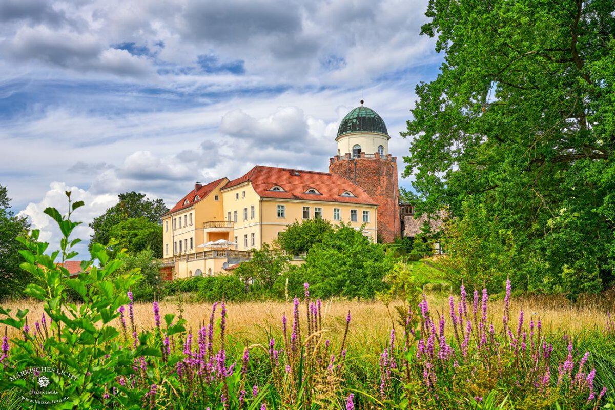 Die Burg Lenzen, von der Parkseite