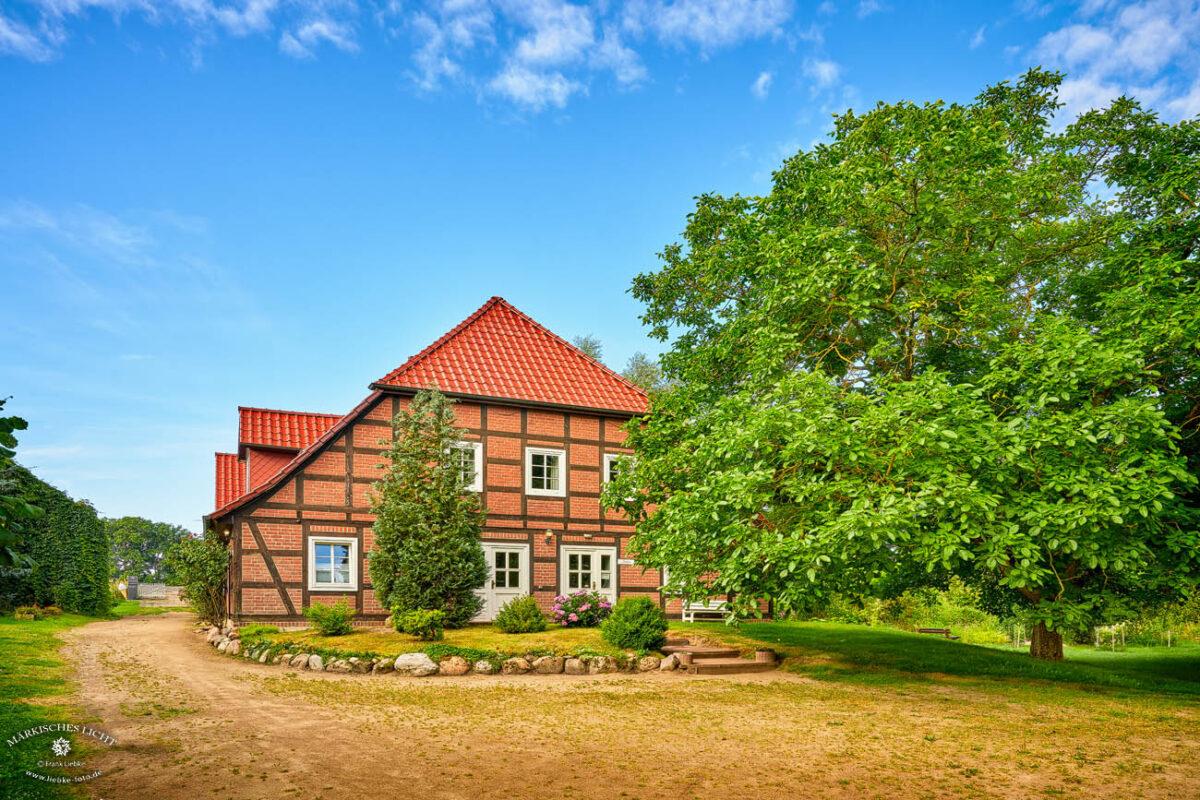 Landhaus Elbeflair in der Lenzerwische, So ist der erste Eindruck wenn man vom Parkplatz zum Landhaus geht
