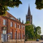 Ehemaliges Waisenhaus und Nikolaikirche
